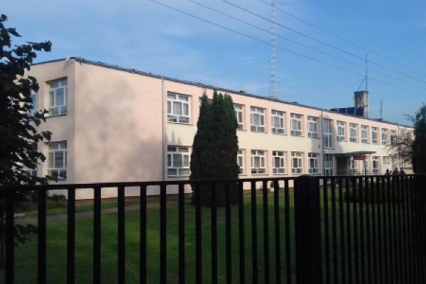 Zdjęcie przedstawiające budynek szkoły