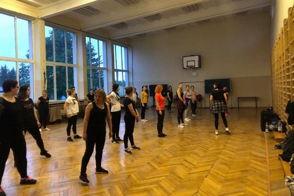 Zdjęcie z zajęć taneczno sportowych w ramach programu LOWE